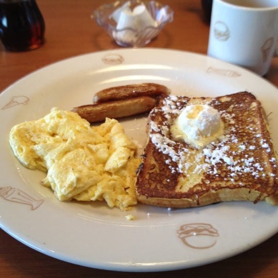 Photo taken at Friendly's by Kimberly S. on 12/2/2011
