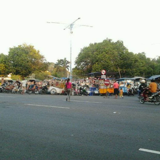 Photo taken at Alun - Alun Sragen by Muhammad C. on 9/5/2011