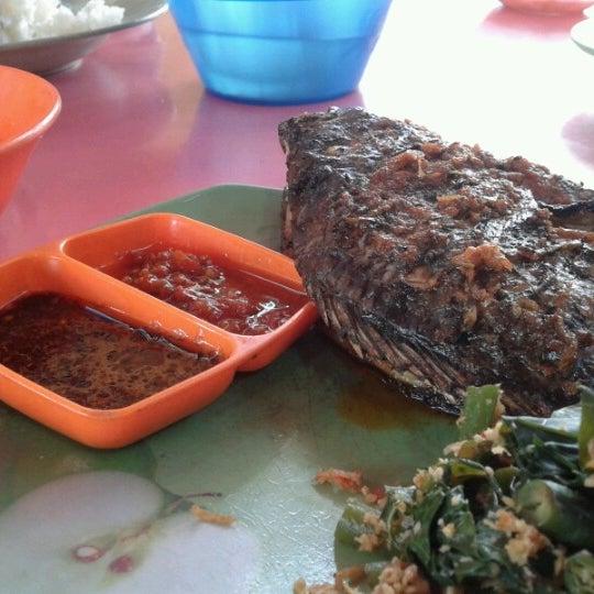 Photo taken at Pasar kaget berastagi by Mariani H. on 7/22/2012
