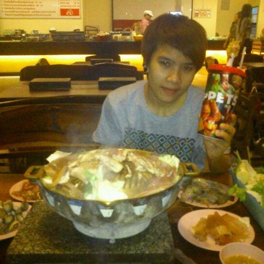 Photo taken at ร่มไทร หมูกระทะ by กะรัต ก. on 2/27/2012