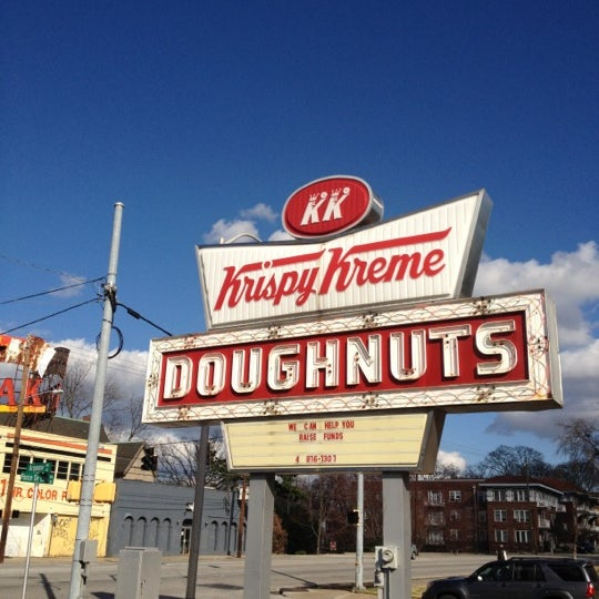 Photo taken at Krispy Kreme Doughnuts by Saint M. on 2/5/2012