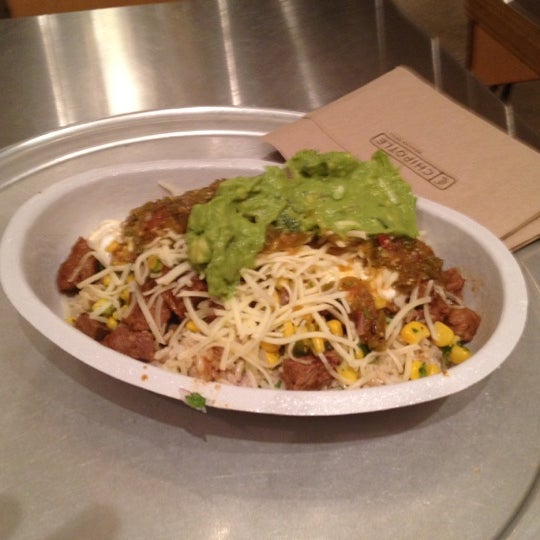 Photo taken at Chipotle Mexican Grill by Sait Mesutcan I. on 8/17/2012