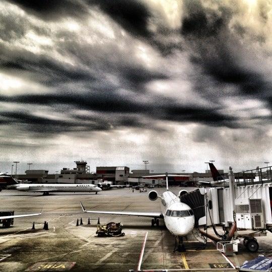 Photo taken at Hartsfield-Jackson Atlanta International Airport (ATL) by Victor H. on 6/3/2012