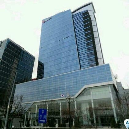 Photo taken at LG전자 가산 R&D 캠퍼스 (LG Electronics Gasan R&D Campus) by Ashton Minsik S. on 2/12/2012