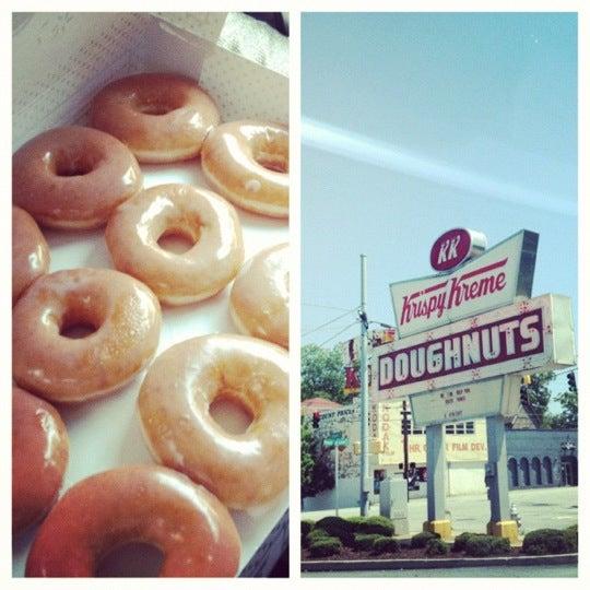 Photo taken at Krispy Kreme Doughnuts by Dj H. on 8/12/2012