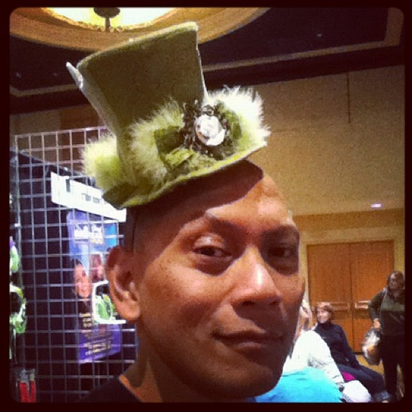 Photo taken at Tinkerbell 1/2 Marathon Health And Fitness Expo by Darwin D. on 1/29/2012