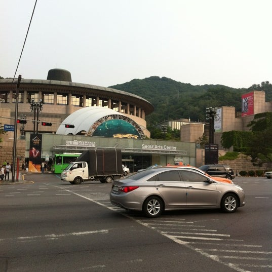 Photo taken at 예술의전당 (Seoul Arts Center) by izumi on 6/23/2012