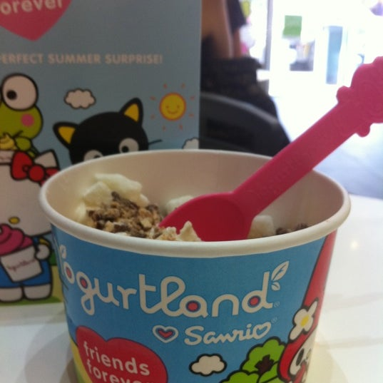 Photo taken at Yogurtland by Batya Brigitte W. on 8/24/2011