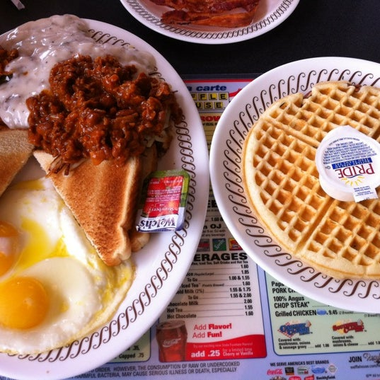 Photo taken at Waffle House by Diana S. on 7/13/2012