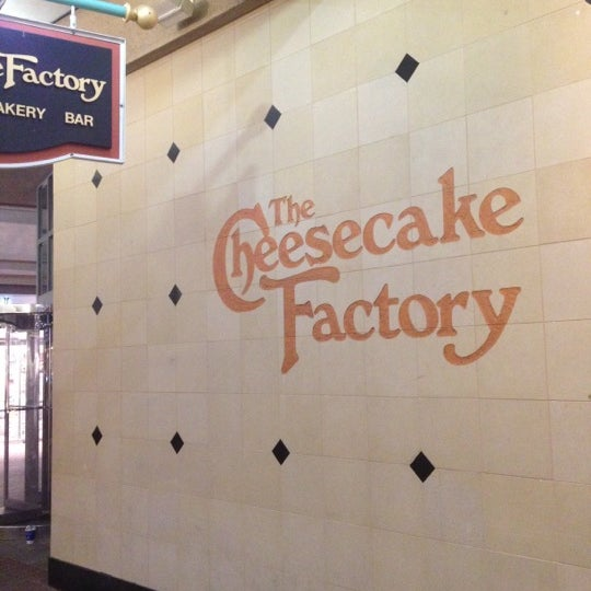 Photo taken at Cheesecake Factory by Raulin R. on 3/18/2012