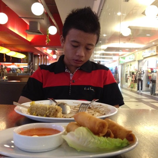 Photo taken at Secret Recipe by qamar i. on 8/20/2012