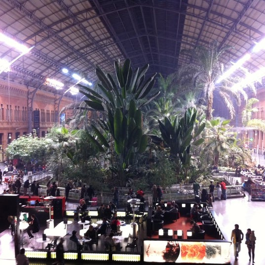 Photo taken at AVE Madrid - Barcelona by Vanesa M. on 11/23/2011