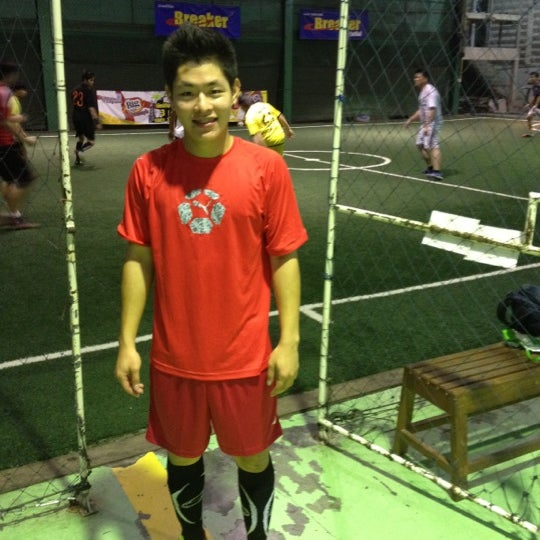 Photo taken at SD Indoor Soccer by monthon n. on 5/27/2012