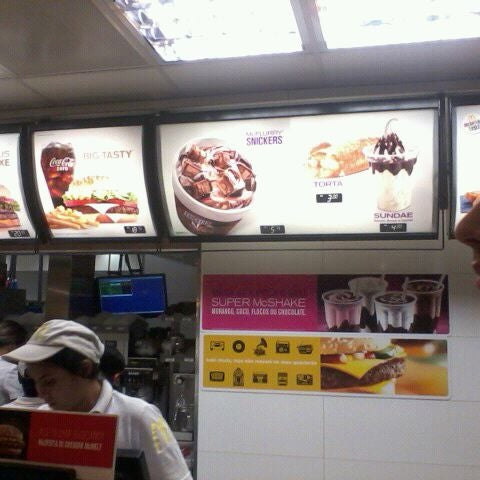 Photo taken at McDonald's by Eduardo V. on 3/22/2012