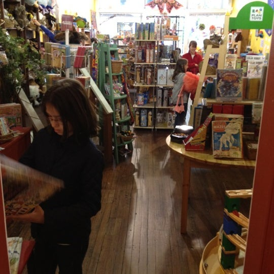 Dancing bear toys and gifts downtown frederick for Craft store frederick md