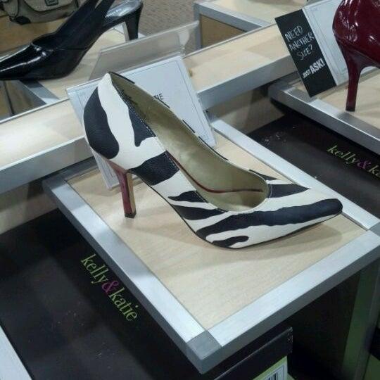 Photo taken at DSW Designer Shoe Warehouse by Atein R. on 2/25/2012
