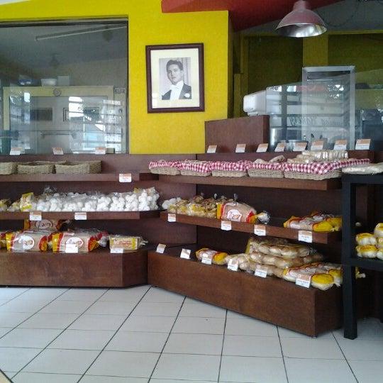 Panaderia Pantoja Logo Panaderia Pantoja Kamuning