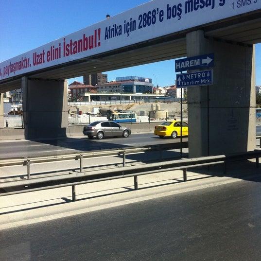 Photo taken at E-5 Göztepe Köprüsü by Hikmet Emre K. on 8/22/2011
