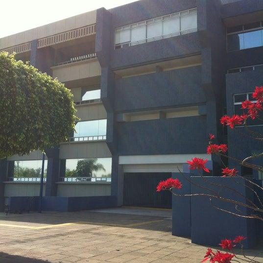 Photo taken at Universidad del Valle de Atemajac (UNIVA) by David on 2/26/2012