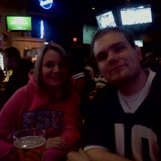 Photo taken at Buffalo Wild Wings by Mindy N. on 11/27/2011