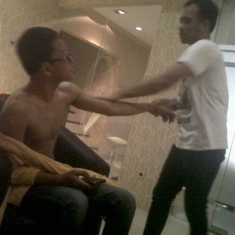 Photo taken at LUXE Salon by Firman S. on 7/14/2012