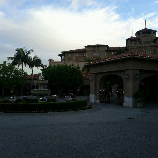 Photo taken at Langham Huntington Hotel by Mike D. on 11/30/2011