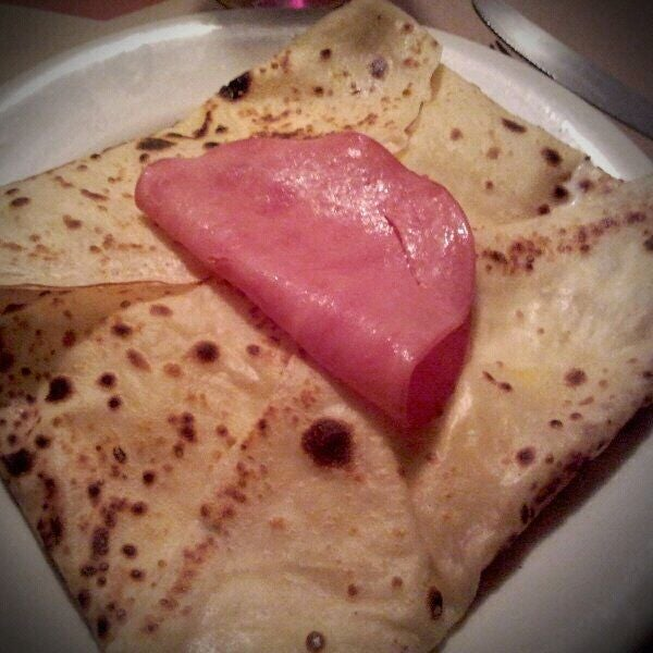 Photo taken at Bercy Village - Crepes e Saladas by Julia S. on 4/5/2012