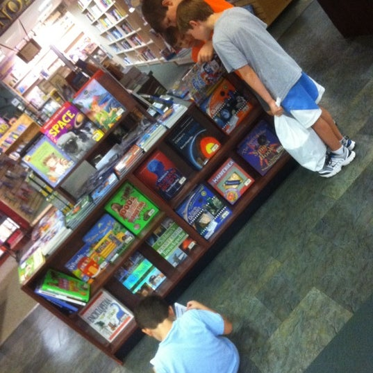 Photo taken at College of William & Mary Bookstore by joshuaesc on 9/15/2011