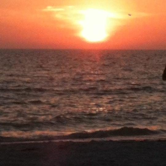 Photo taken at Postcard Inn by Dulcinea C. on 2/18/2012