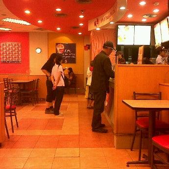 Photo taken at KFC by 💋💋 ThePorryz 😘 on 1/26/2012