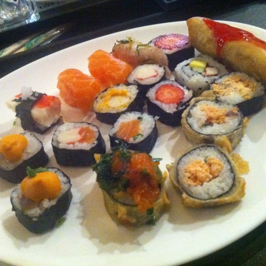 Photo taken at Banzai - Culinária Oriental by Fernandinha R. on 8/1/2012