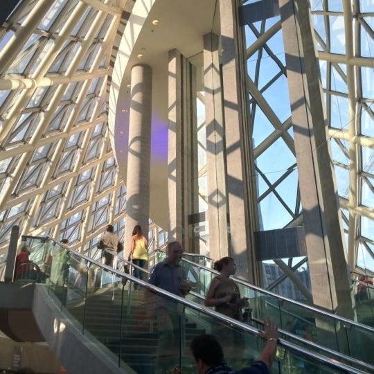 Снимок сделан в Roy Thomson Hall пользователем Rick C. 7/11/2012