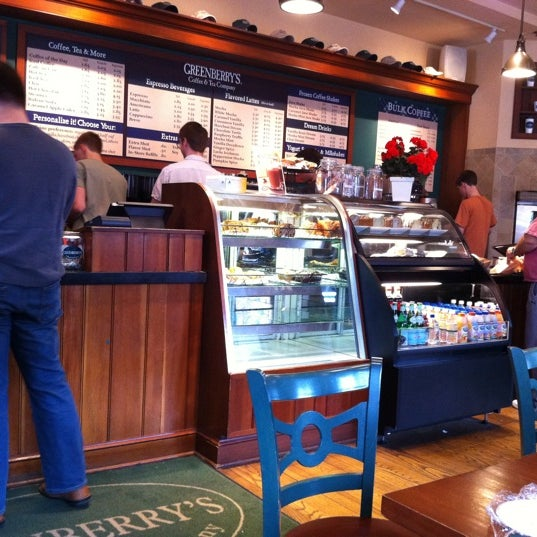 Photo taken at Greenberry's Coffee & Tea by Owen P. on 3/5/2011
