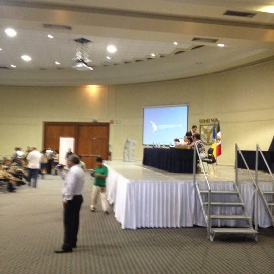 Photo taken at Universidad del Valle de Atemajac (UNIVA) by Victor C. on 7/4/2012