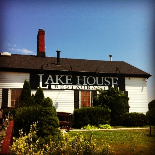 Photo taken at Lake House Restaurant by Brian L. on 7/15/2012
