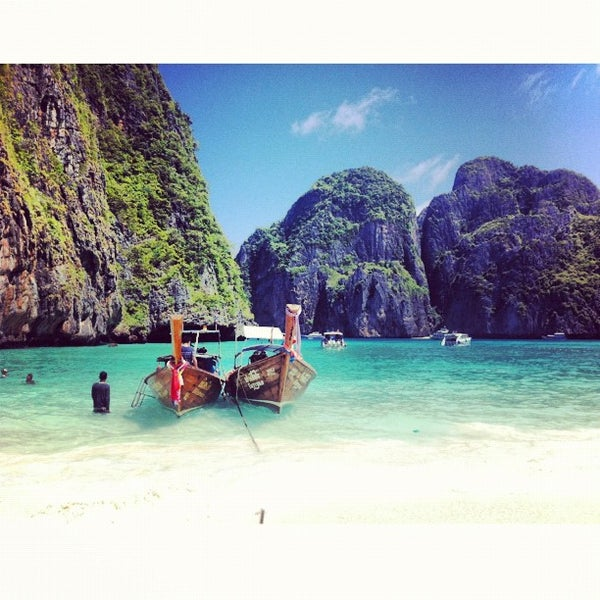 Photo taken at เกาะพีพีดอน (Koh Phi Phi Don) by Nasser A. on 9/3/2012