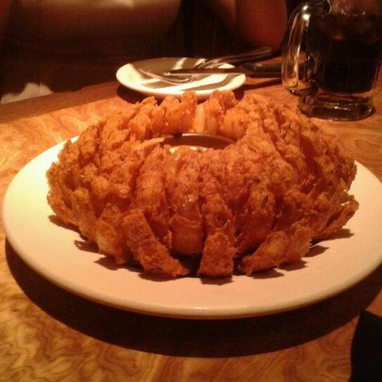 Foto tirada no(a) Outback Steakhouse por Alice M. em 7/6/2012