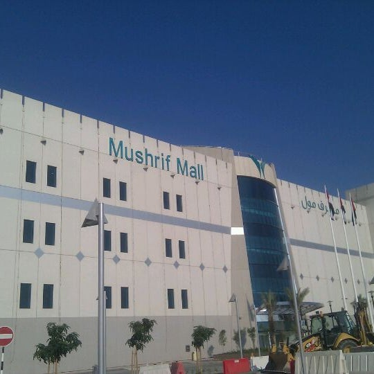 Photo taken at Mushrif Mall | مشرف مول by Mohammad H. on 12/25/2011