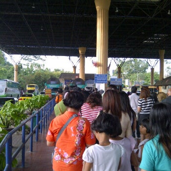 Photo taken at Bukit Kayu Hitam Immigration Complex by Tuckky A. on 10/24/2011