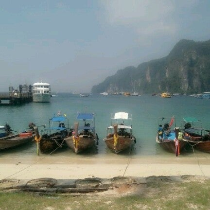 Photo taken at เกาะพีพีดอน (Koh Phi Phi Don) by EJ ANNA K. on 7/27/2012
