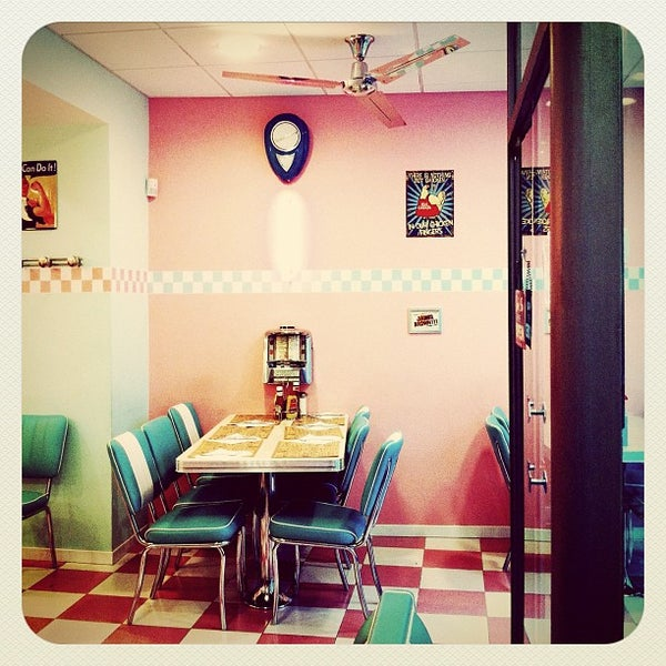 Photo taken at Peggy Sue's by Mireia G. on 12/2/2011