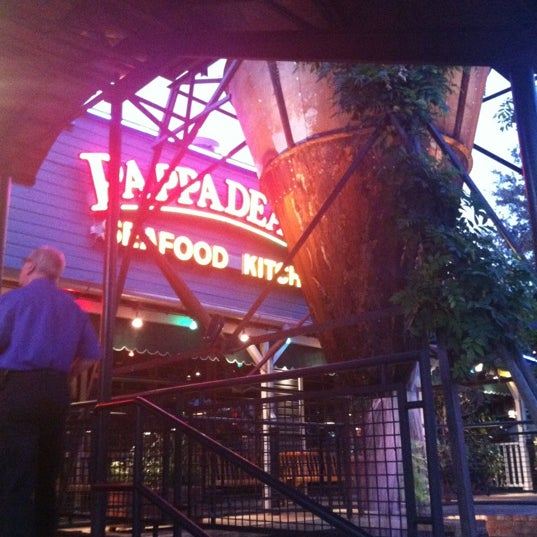 Photo taken at Pappadeaux Seafood Kitchen by Rachael on 8/22/2012