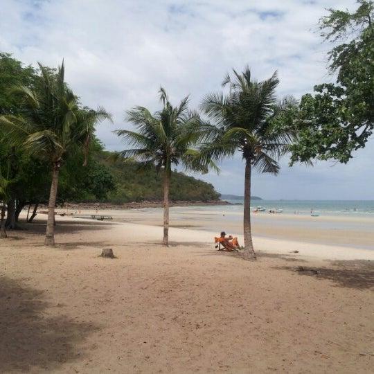 Photo taken at หาดทรายแก้ว (Sai Keaw Beach) by Julia T. on 8/1/2012