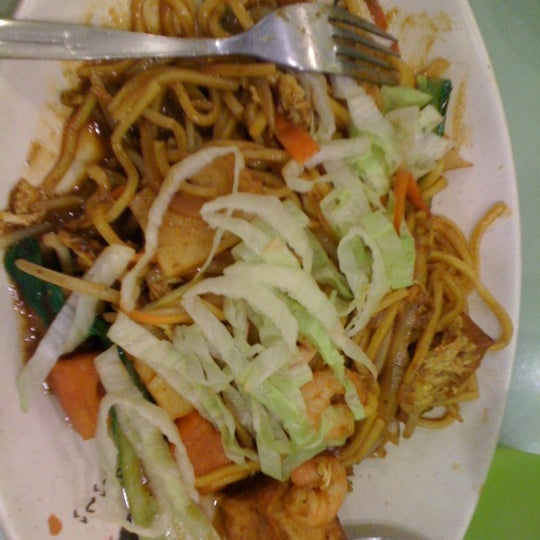 Seafood mee goreng is a sure hot & spicy.