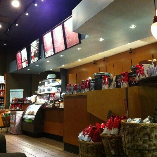 Photo taken at Starbucks by Travis S. on 11/26/2011