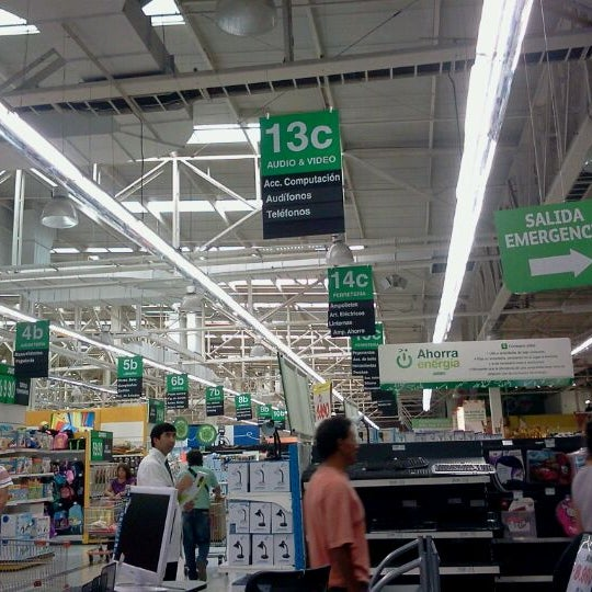 Photo taken at Jumbo by Jose Ignacio A. on 4/7/2012