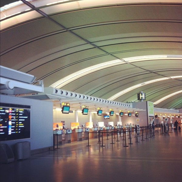 Toronto Pearson International Airport: Airport Terminal In Toronto