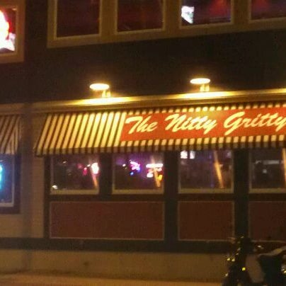 Photo taken at Nitty Gritty Restaurant & Bar by Capitol Pedaler P. on 6/8/2012