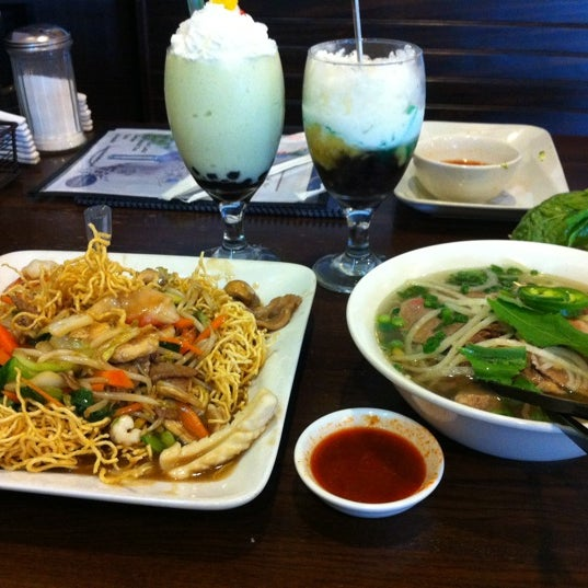 Photo taken at Bowl of Pho by Lisa C. on 2/27/2012