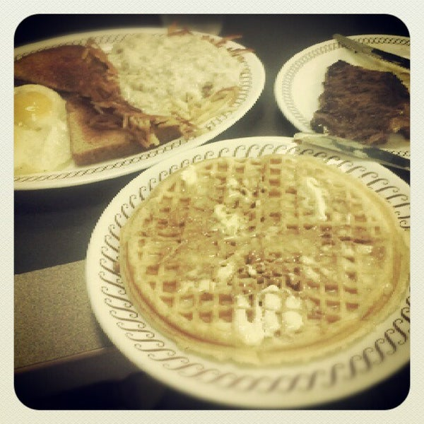 Photo taken at Waffle House by Tom Y. on 6/1/2012